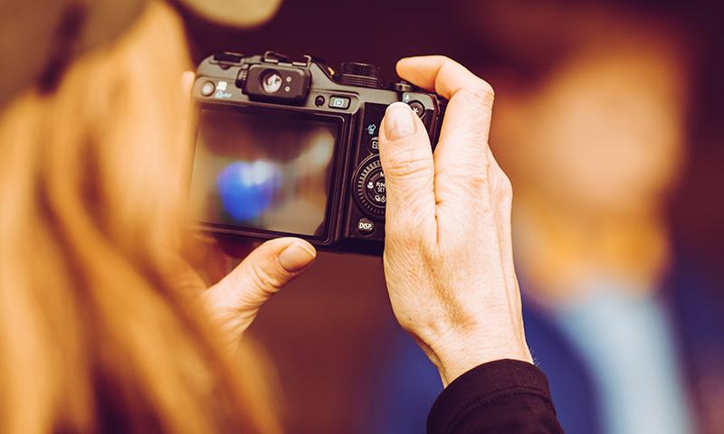 思い出に残る表彰式をつくるために撮影と記念品で差をつける!